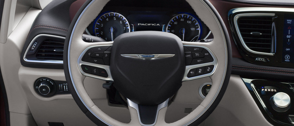 2018 Chrysler Pacifica dash photo