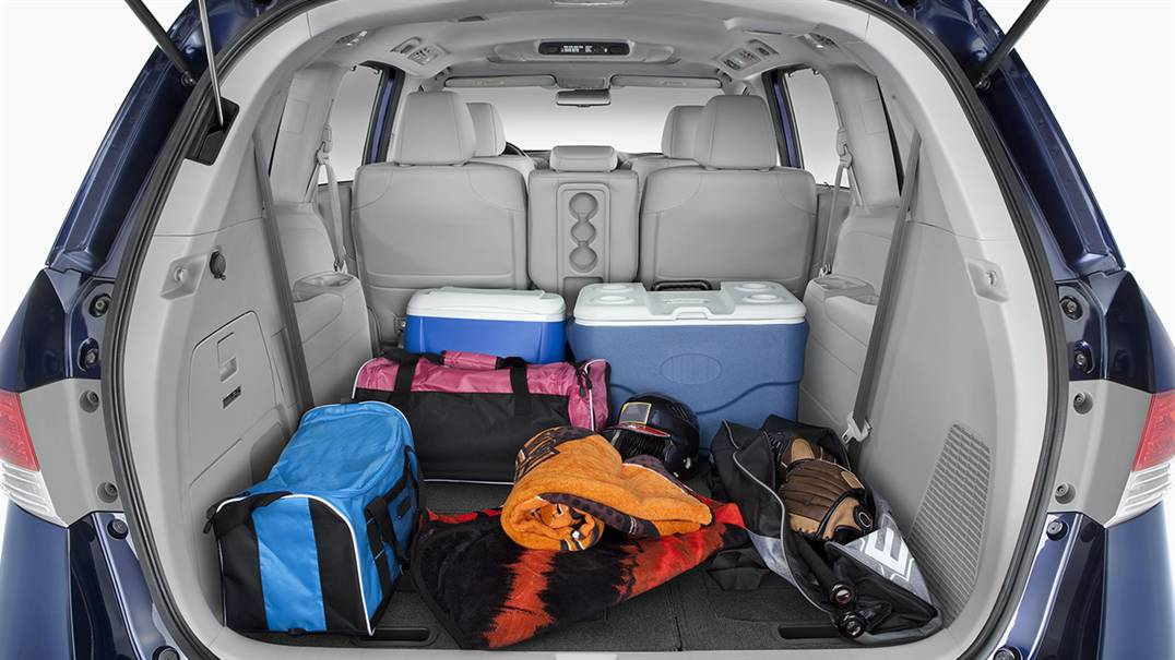 2017 Honda Odyssey expanded storage with 3rd row seat down