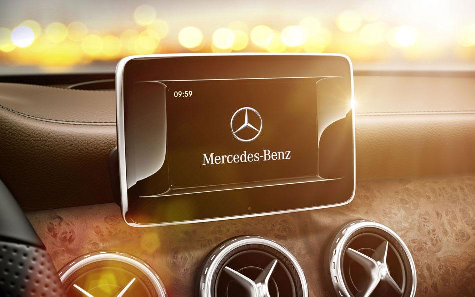 Mercedes-Benz Touchscreen