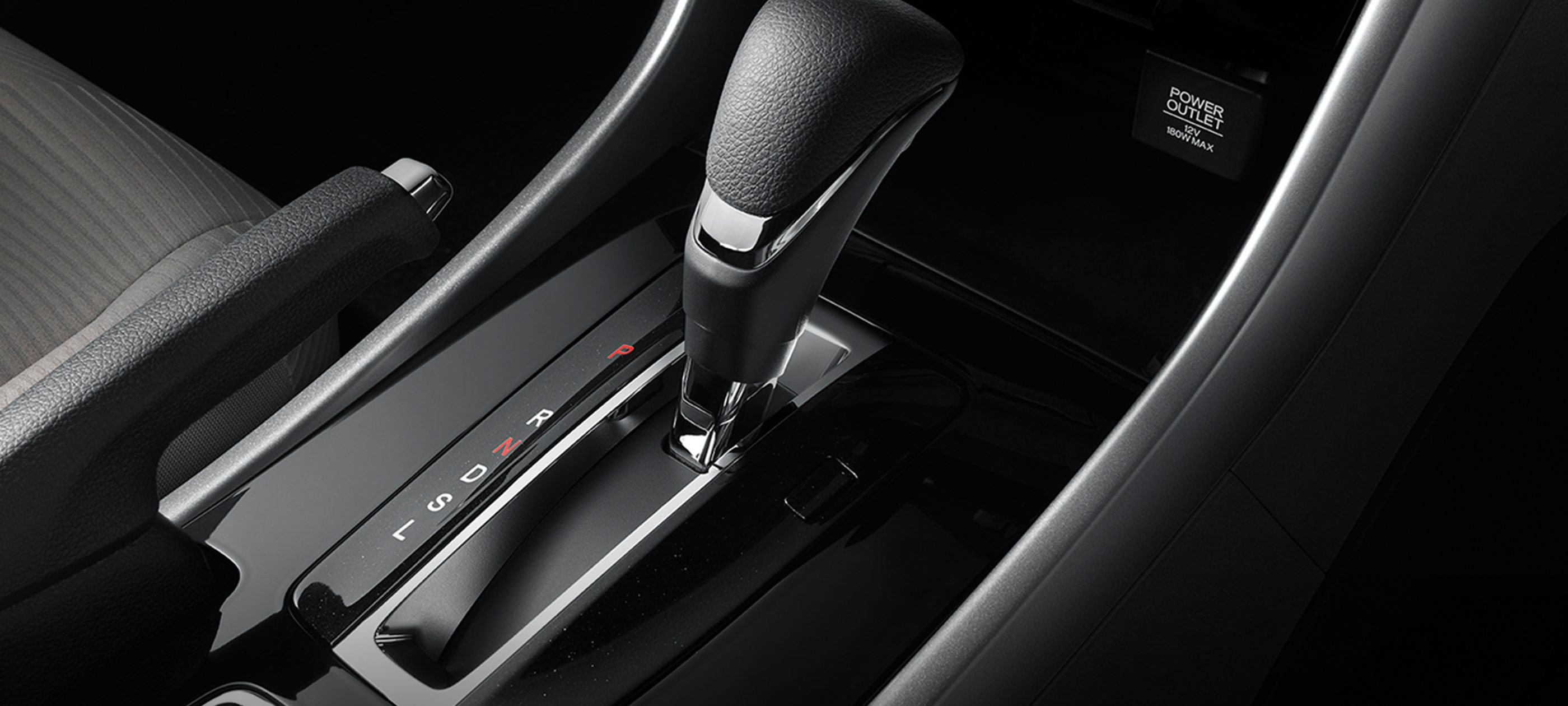 2017-accord-coupe-lx-int-detail-shot-gear-shifter-1400-2x