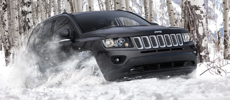 2016 Jeep Compass powering through snow