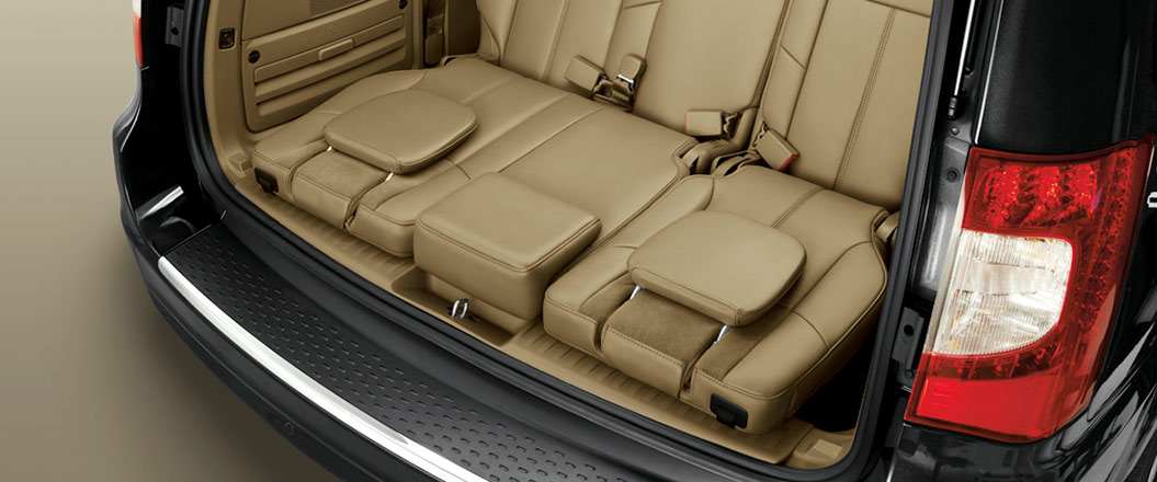 2016 Chrysler Town and Country back interior