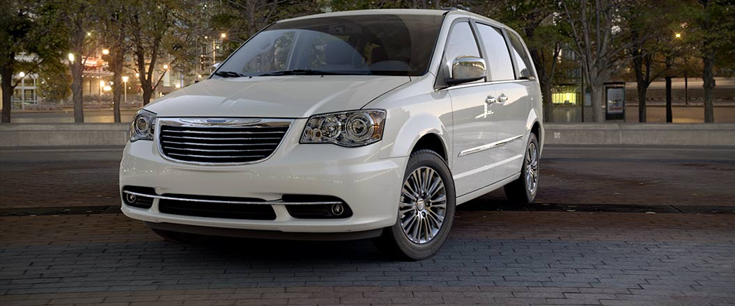2016 Chrysler Town and Country white exterior