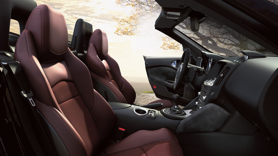 2017 Nissan 370Z Roadster front interior seating
