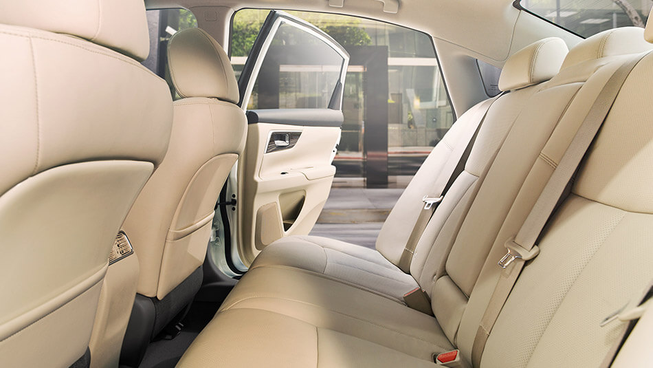 2016 Nissan Altima interior back seating
