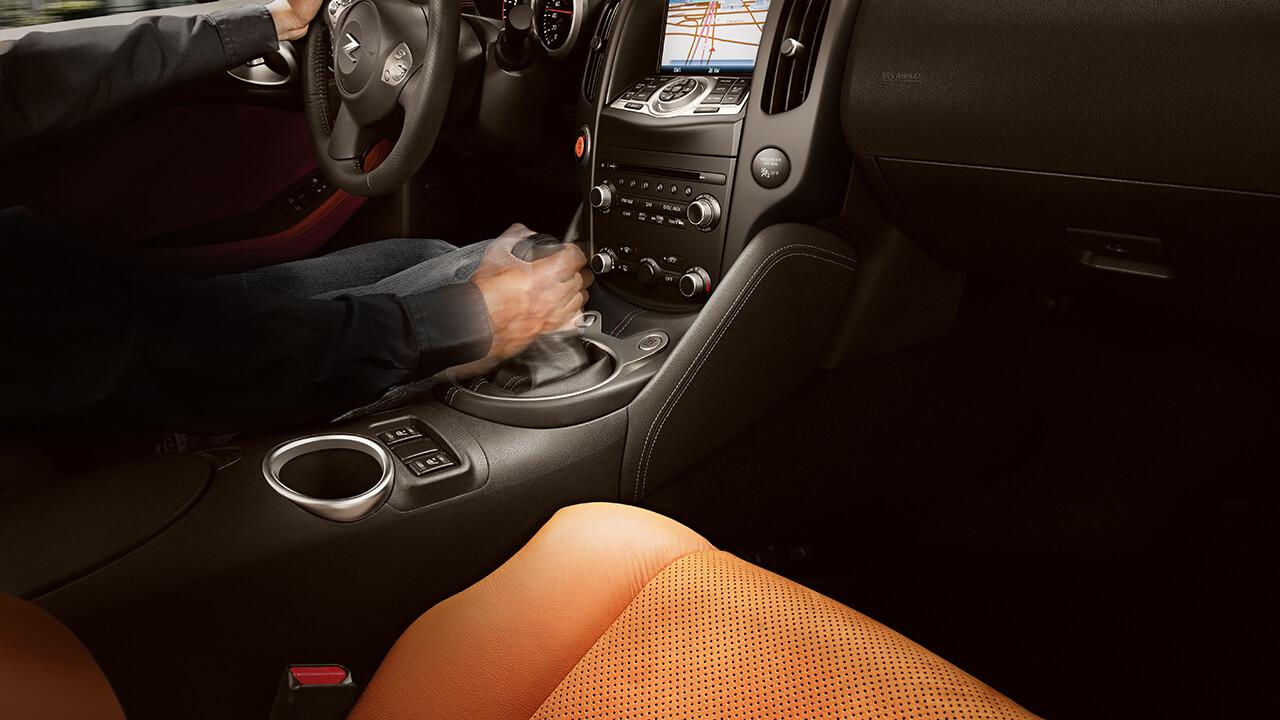 2017 Nissan 370Z Interior space