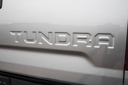 2014-toyota-tundra-badge