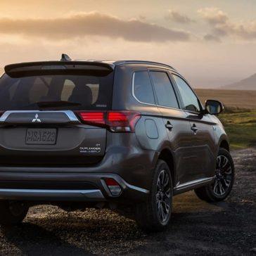 2018 Mitsubishi Outlander PHEV exterior 1