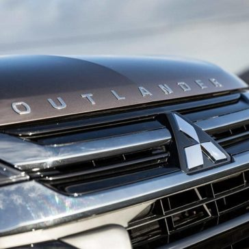 2018 Mitsubishi Outlander PHEV exterior 3
