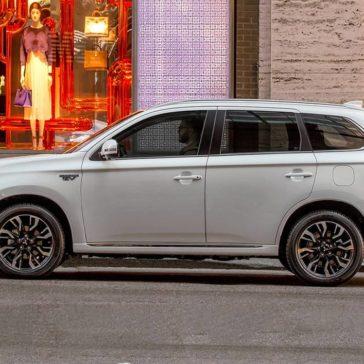 2018 Mitsubishi Outlander PHEV exterior 4