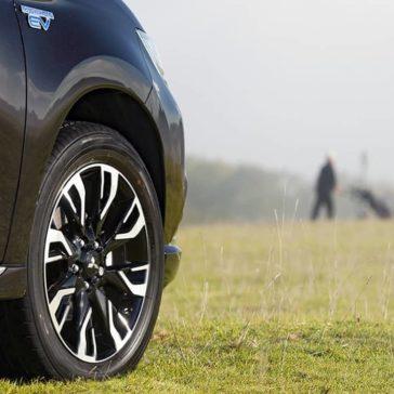 2018 Mitsubishi Outlander PHEV exterior 6