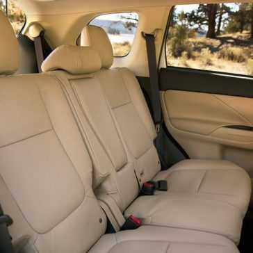 Mitsubishi Outlander 2018 back seats