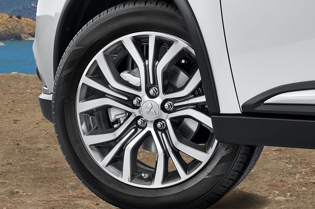 Back Tire View of 2018 Mitsubishi Outlander