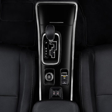 Interior Gear Shift View of 2018 Mitsubishi Outlander