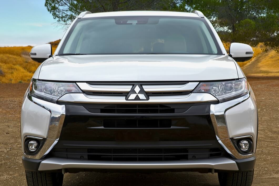 Front Exterior View of 2018 Mitsubishi Outlander