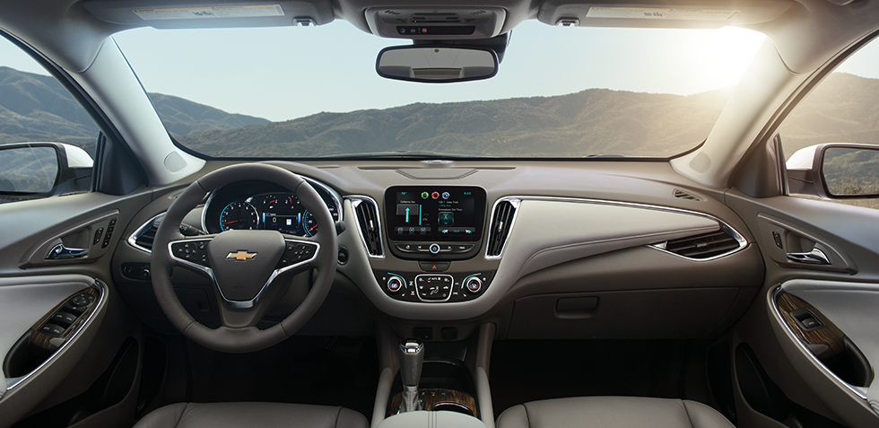 2017-chevrolet-malibu-mid-size-sedan-mo-design-980x477-08
