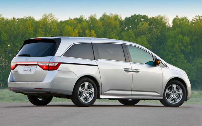 Superior The 2013 Nissan Quest. 2013 Honda Odyssey