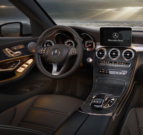 2016 Mercedes Benz GLC300 vs 2016 Lexus NX 200t Interior and Technology