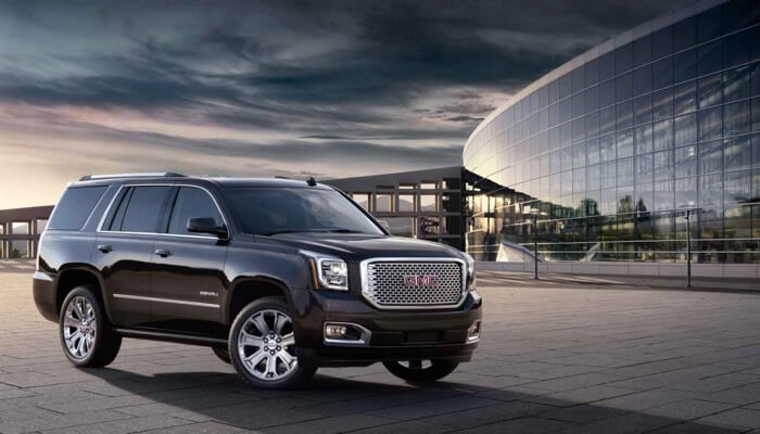 2017 GMC Yukon Denali side view