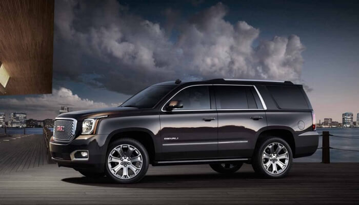 2017 GMC Yukon Denali black exterior model, side view