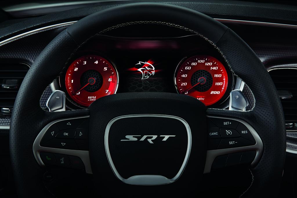 2015 Dodge Charger SRT Hellcat - start-up screen
